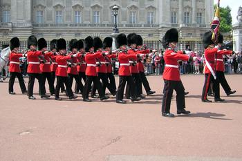 Queens.guard.buck.palace.arp[1].jpg